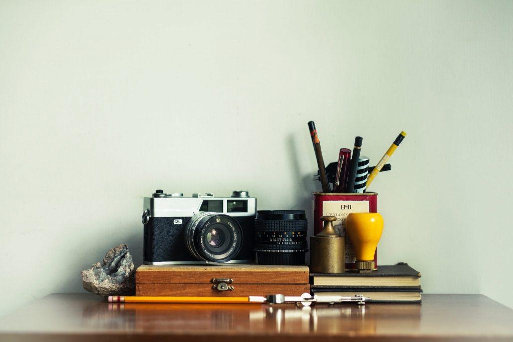 camera-design-art tools-stock photo-minimalist-artsy-tumblr-article-design trends-experts