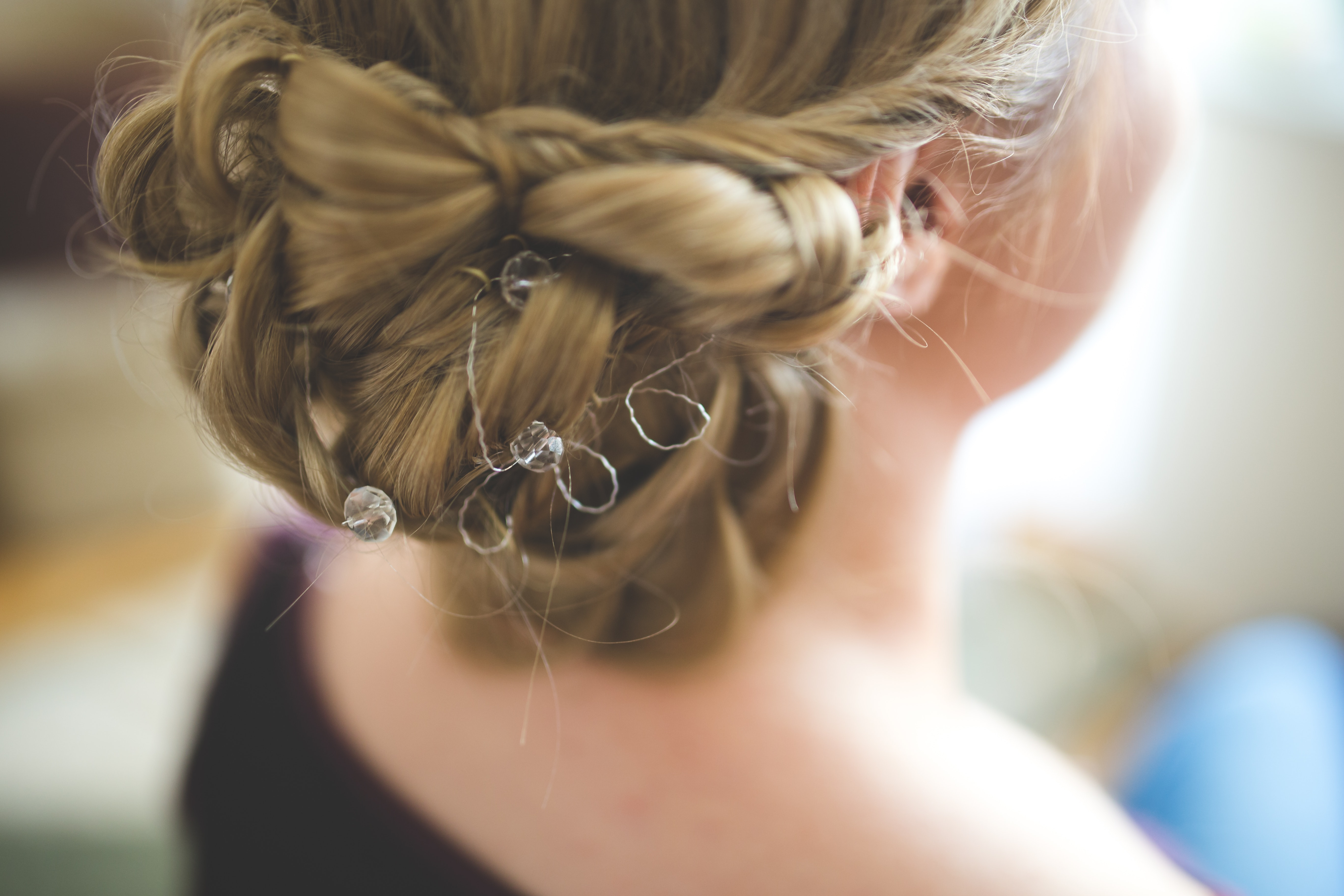 Woman hair style. Sell hair beauty and wellness services online.