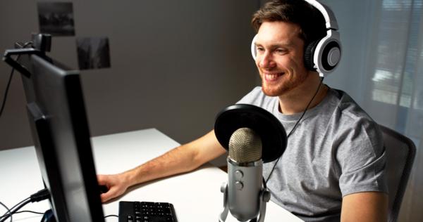 gamer using a mic